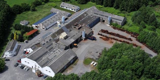 Vue aérienne de l'ensemble des bâtiments de la fonderie Avenir Sirène de Rocroi (08230).